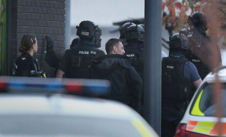 Two people in the UK ended the hostage drama, gun arrest
